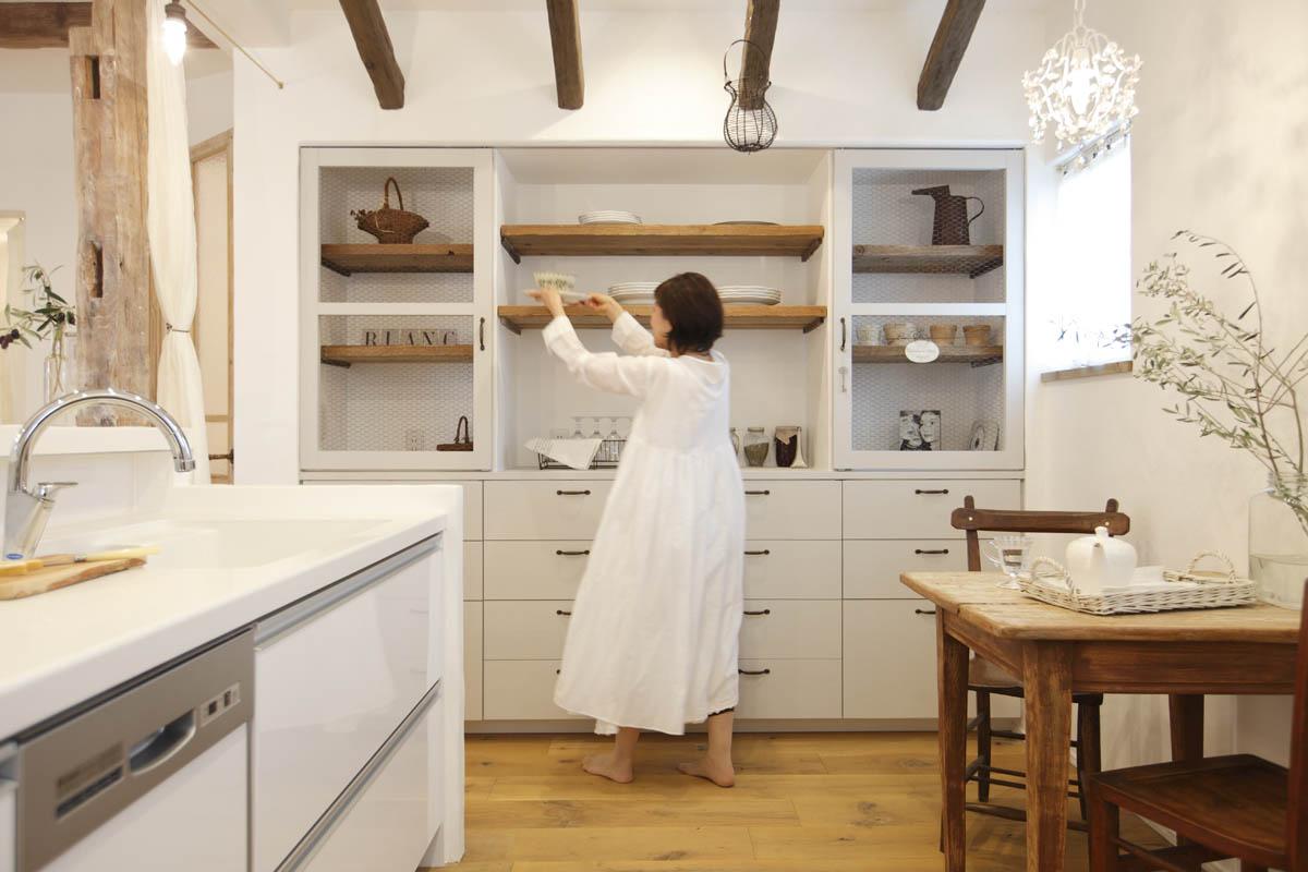 キッチンとオリジナル食器棚
